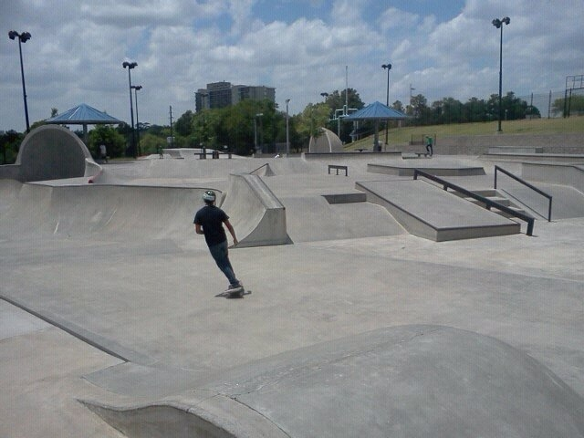 kyle-corpin-taking-a-picture-of-houston-skatepark